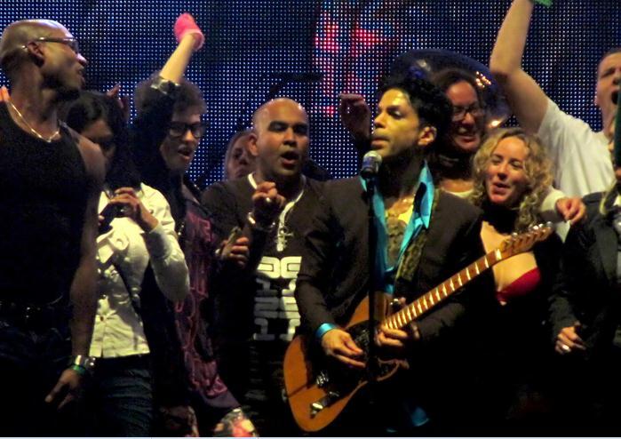 Prince in het Gelredome had 'more dancers' nodig...